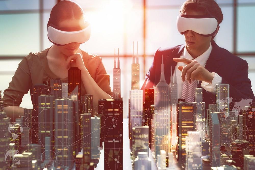 Pareja realidad virtual ciudad