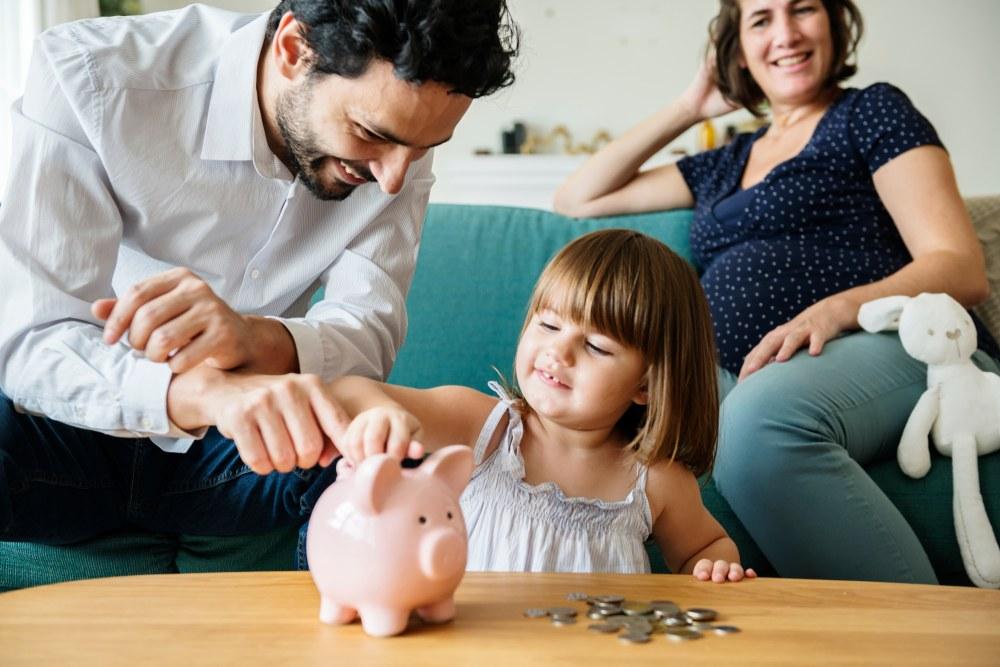 familia ahorrando compra vivienda
