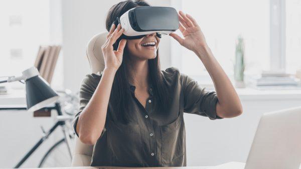 mujer gafas realidad virtual
