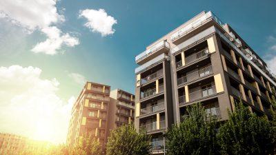 edificio con pisos altos