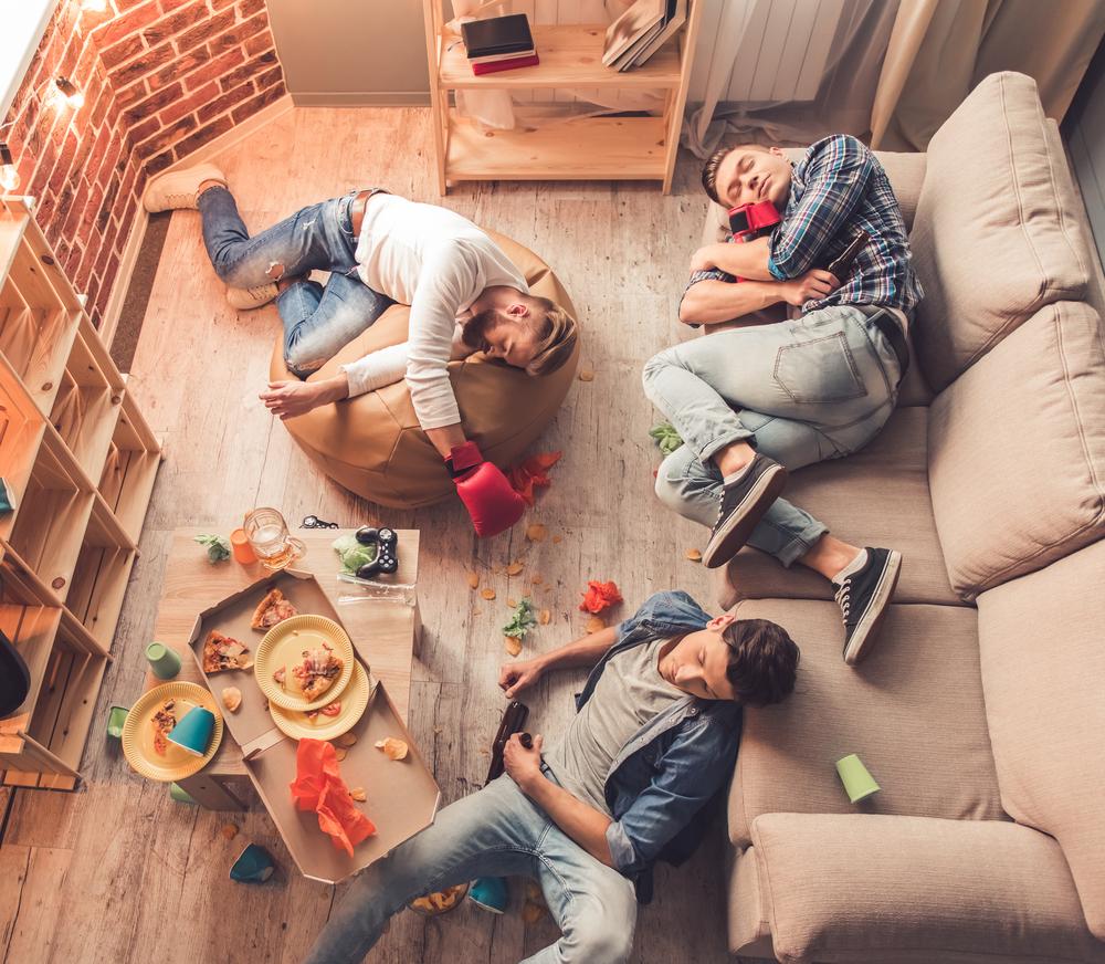 amigos se quedan en apartamento o apartaestudio