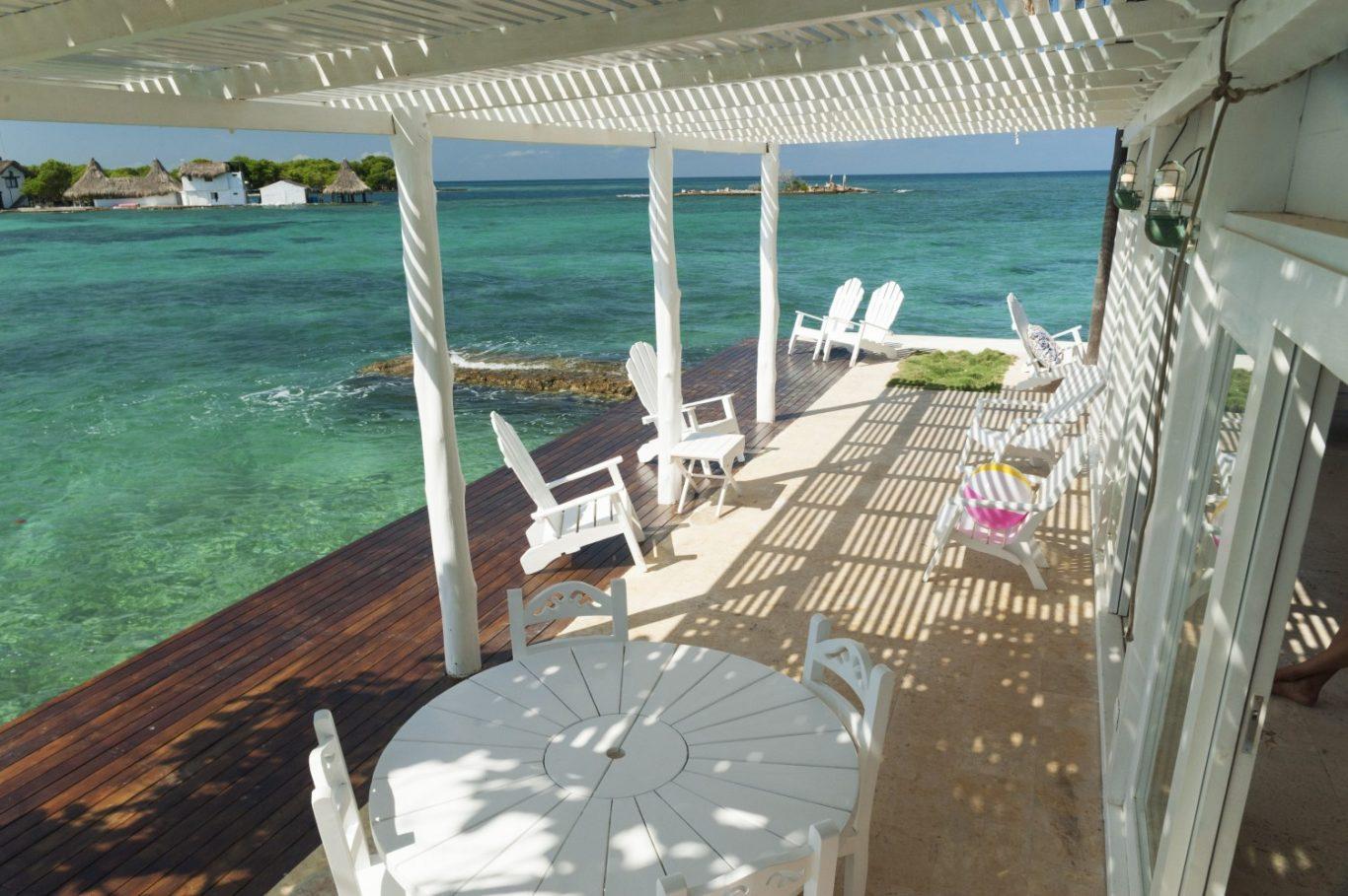 sillas con vista al mar
