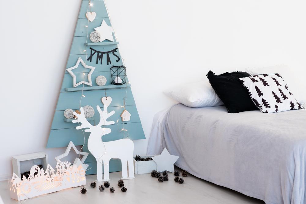 decoracion de navidad irreverente en habitacion