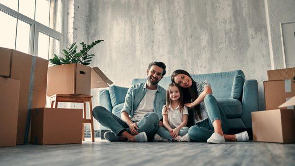 familia en casa nueva