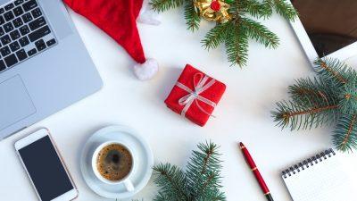 puesto de trabajo en modo navideño