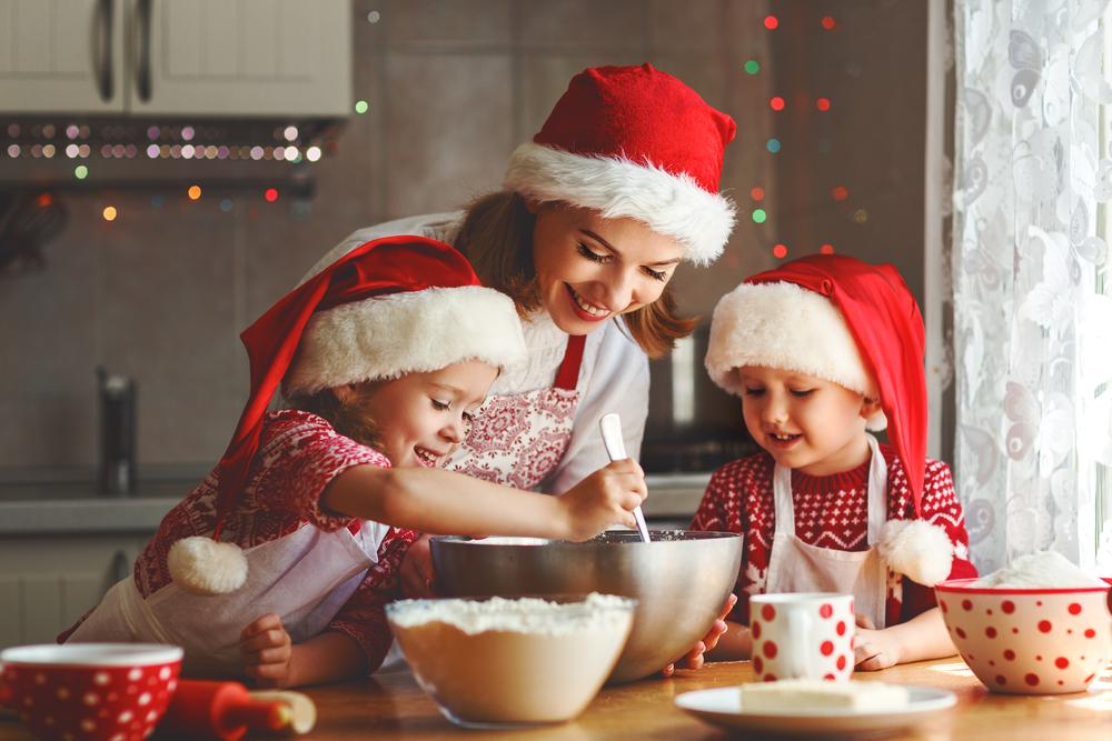 familia cocinando natilla navidad