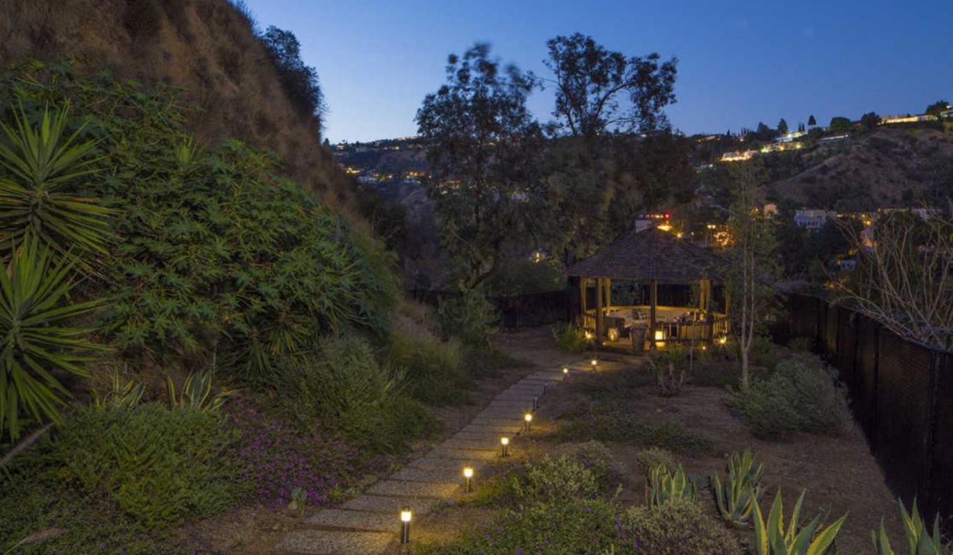 jardin de la casa de Demi Lovato