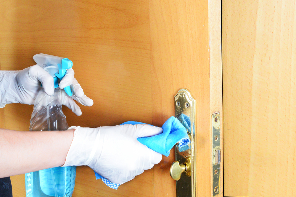 limpiar manija de puerta