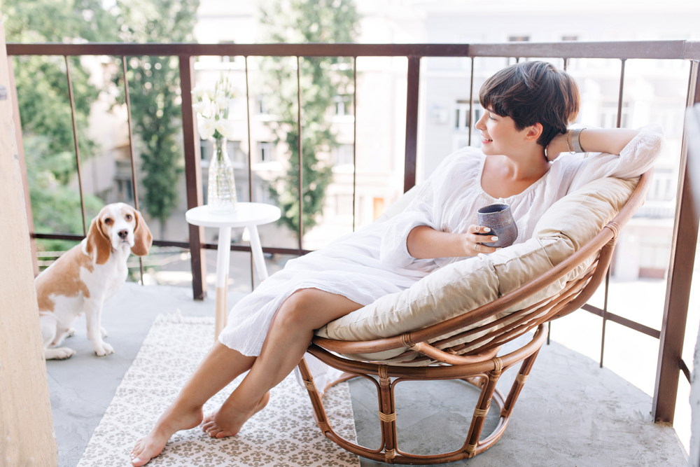 Mujer en el balcón