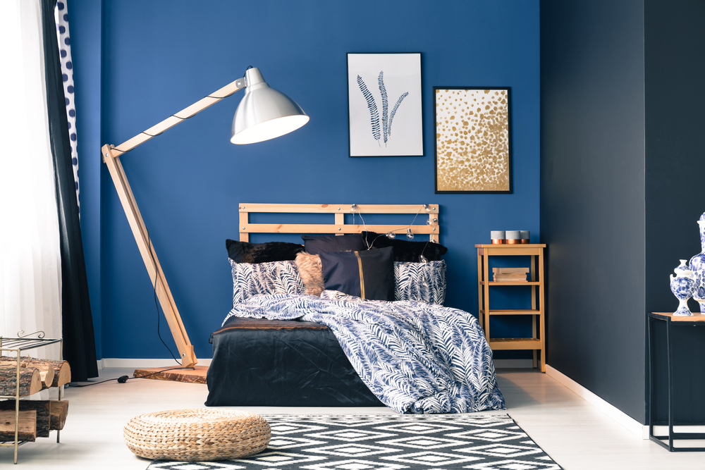 dormitorio-con-pared-azul